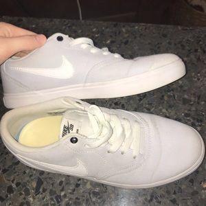 Light lilac/ white Nike SB sneaker size 9